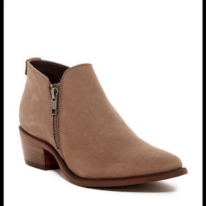 Steve Madden Ajay Ankle Bootie in Stone Leather